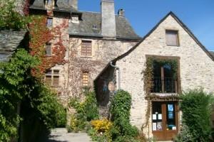 cour château Sainte Eulalie d