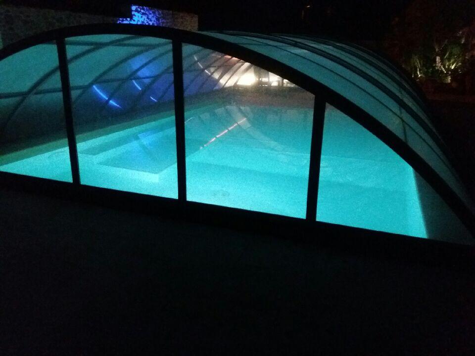 piscine de nuit et jacuzzi.jpeg