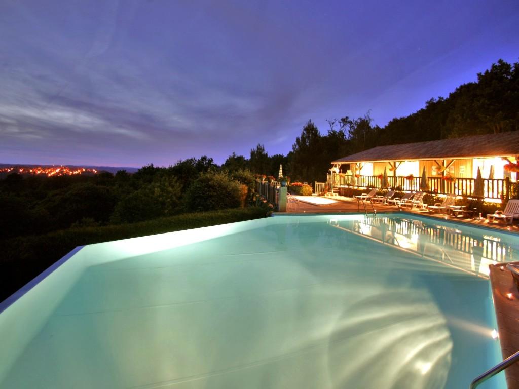 soir terrasse piscine debordement domme.JPG
