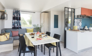 salon-mobil-home-oman-4-chambres-camping-kervilor-la-trinite-sur-mer (2).jpg